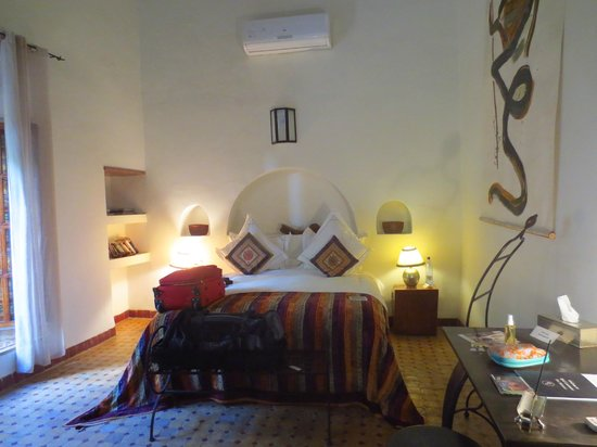 Riad Laaroussa Hotel and Spa : Bed in the Orange Suite