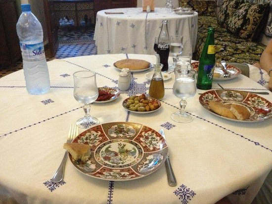 Restaurant dar hatim : Table