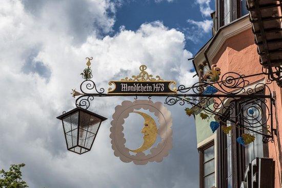 Hotel Mondschein: Hotel sign