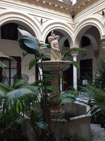 Hotel Palacio de Villapanes: atrio dell'hotel