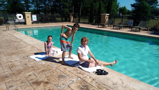 Best Western Plus Madison Inn: Poolside Fun
