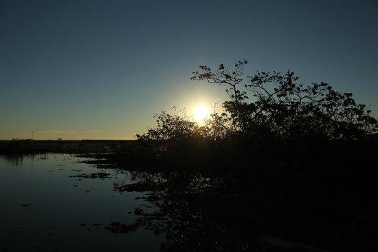 Irupe Lodge: atardecer en la laguna