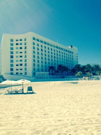 Le Blanc Spa Resort: Le Blanc from the south beach area