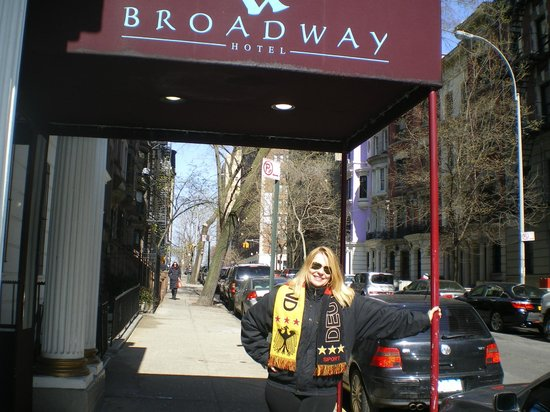 Broadway Hotel and Hostel: Entrada do Hostel