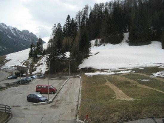 Hotel Miramonti : Un vaste parking en bordure de l'hôtel (Ausreichend Parkplätze neben dem Hotel)