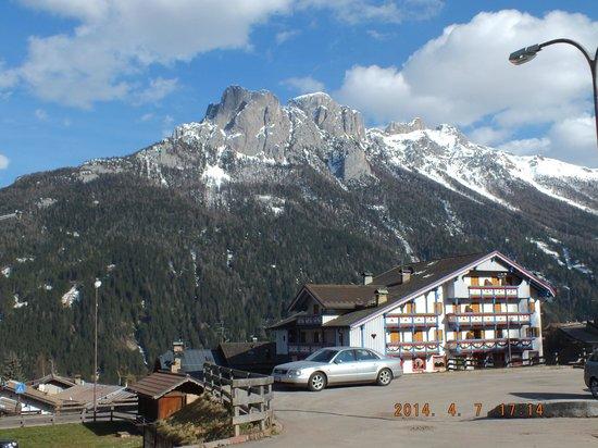 Hotel Miramonti : Superbe vue sur les Dolomites (Atemberaubende Aussicht auf die Dolomiten)