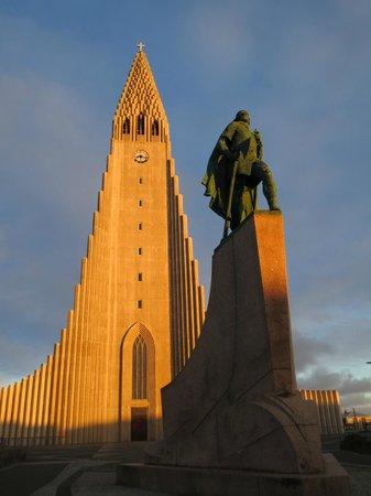 Iglesia de Hallgrímur (Hallgrimskirkja): Sunset with Leifur