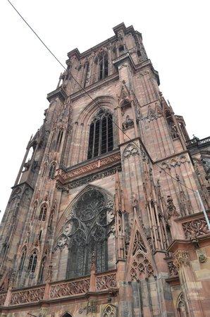 Katedral Strasbourg: Una delle Cattedrali piu' belle e famose d' Europa