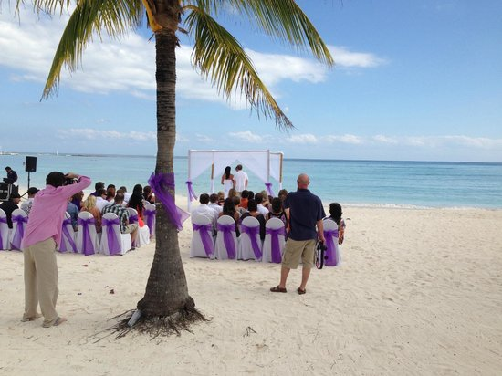 Barcelo Maya Caribe: la spiaggia e un matrimonio