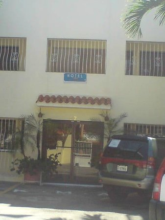KMA Hotel: Front entrance to apts