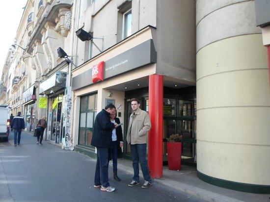 Ibis Paris Gare du Nord La Fayette 10eme: Vista da frente do Hotel