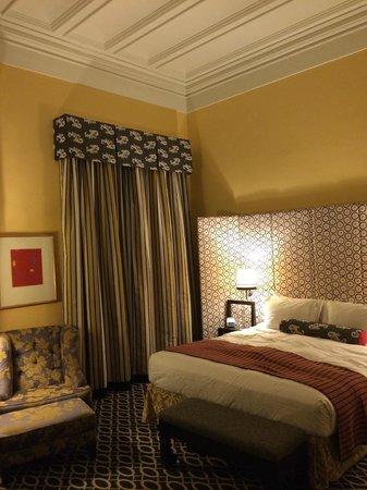 Monaco Washington DC, a Kimpton Hotel: Hotel Monaco DC's high ceiling and luxury