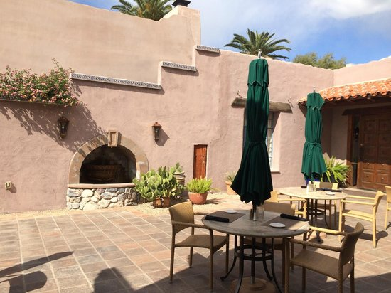 Lodge on the Desert: outdoor dining