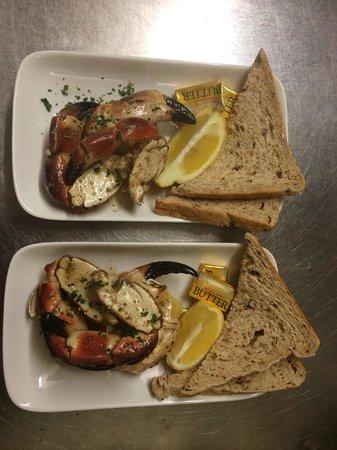 Macgochans: Crab claws in hot garlic butter