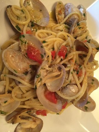 Bacco Wine Cafe: Spaghetti with Baby Clams!