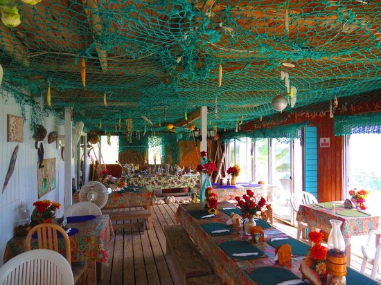 Northside Inn Restaurant & Bar: Authentic Bahamian beach decor