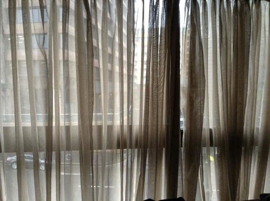 Song Hotel Sydney : very sheer curtains