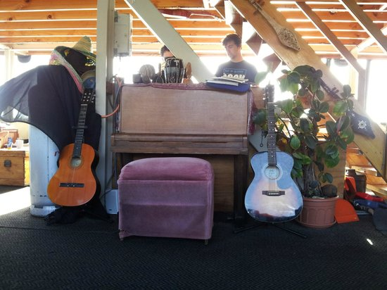 The Rock Adventure Cruise : Doing the dishes after breakfast behind musical instruments