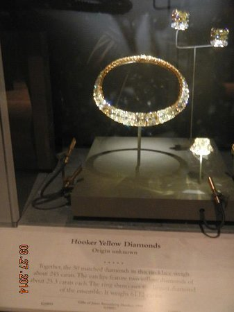 Museo Nacional Smithsonian de Historia Natural: yellow diamonds