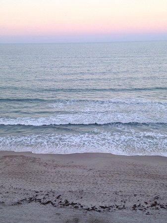 Radisson Suite Hotel Oceanfront: Waves