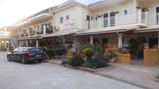 Corfu Santa Barbara: appartments from the main entrance