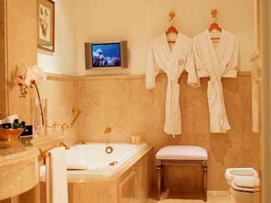 Alvear Palace Hotel: Banheiros em mármore
