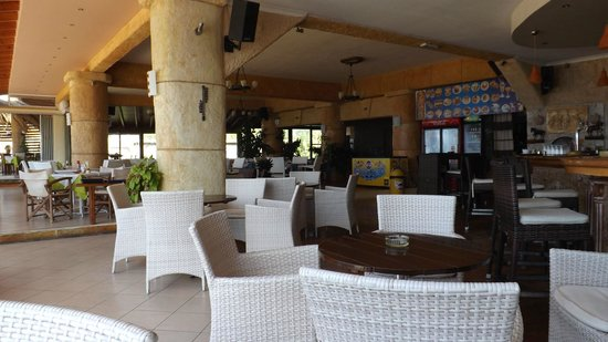 Corfu Santa Barbara: restaraunt /bar area
