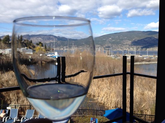 Summerland Waterfront Resort & Spa: Wine, Waterfront, Wonderful!