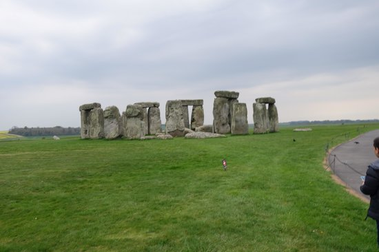 Salisbury & Stonehenge Guided Tours: special visit, no crowd