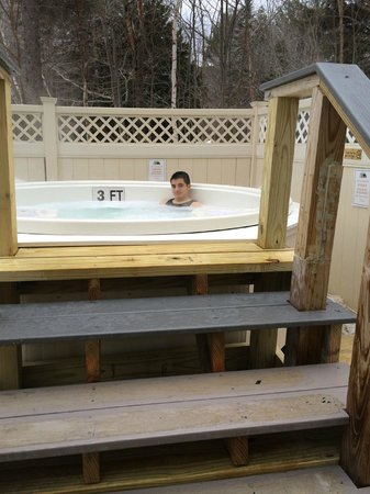 Black Bear Lodge: Hot Tub