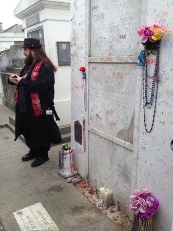 French Quarter Phantoms : Thomas at Marie Laveau's tomb
