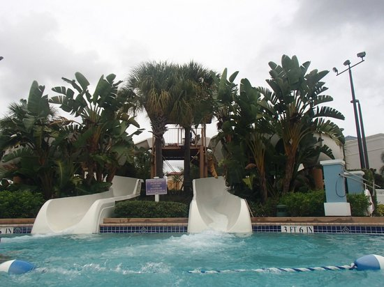 Bluegreen Fountains Resort: The Water-slide at the Pool