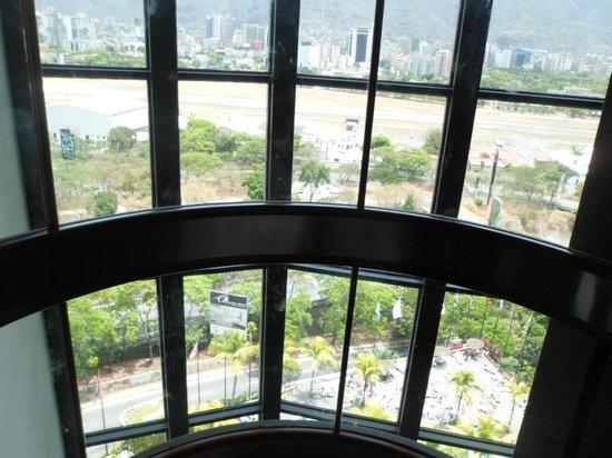 Eurobuilding Hotel and Suites Caracas: vista ascensor