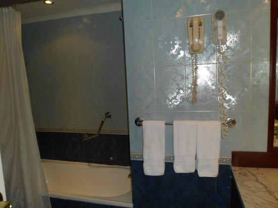 Eurobuilding Hotel and Suites Caracas: baño