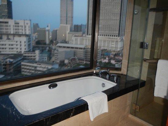 Shangri-La Hotel,Bangkok : Room 1314 tub