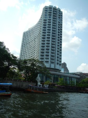 Shangri-La Hotel,Bangkok: view from river ferry