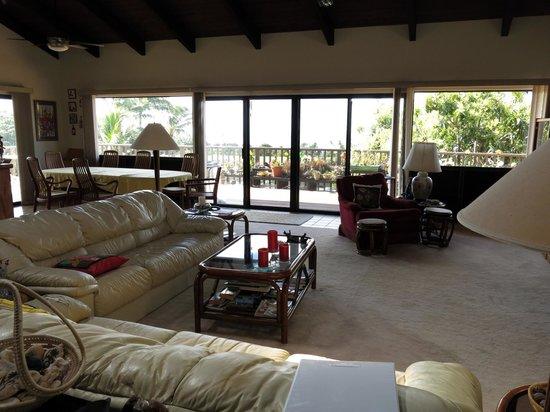Hale Ikena Nui : Living room