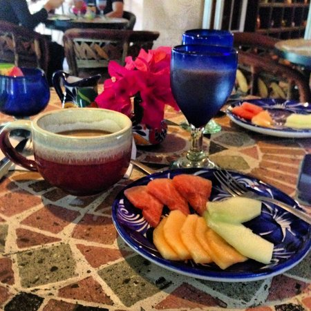 The Bungalows Hotel: Breakfast