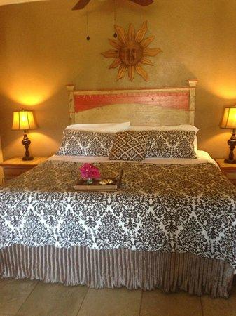 The Bungalows Hotel: Honeymoon Suite