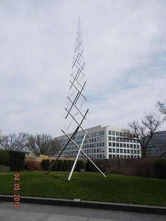 Hirshhorn Museum and Sculpture Garden : Needle Tower