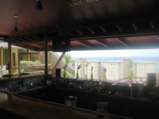 Cara Suites : The Bay Bar