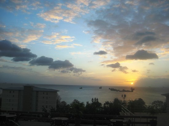 Cara Suites - Pointe a Pierre: Sunset view from pool