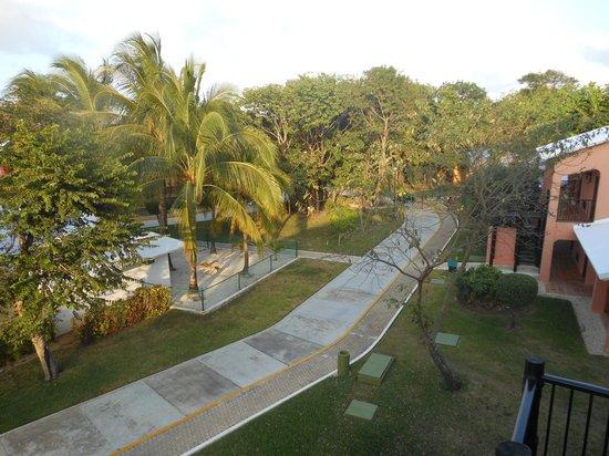 Hotel Riu Lupita: Calles interiores