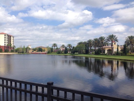 Hilton Grand Vacations at Tuscany Village: The beautiful lake on the property - lovely spring weather