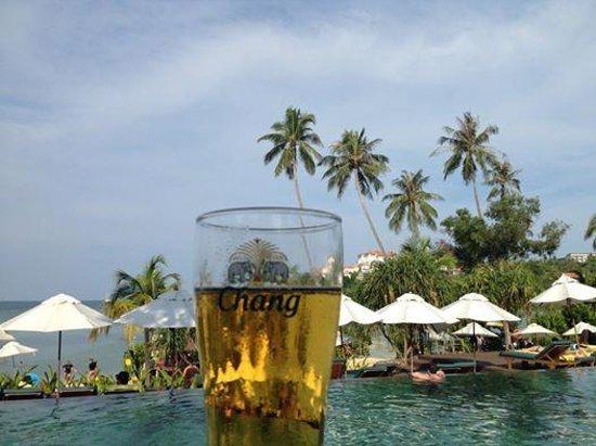 Pullman Phuket Panwa Beach Resort: Pool side cabana - looking over the pool and beach