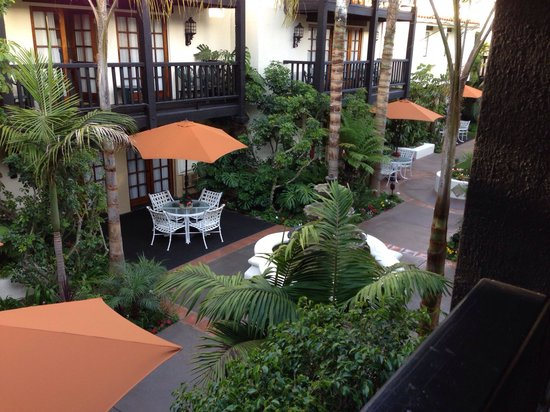 Best Western Plus Carpinteria Inn: Shady, cool courtyard