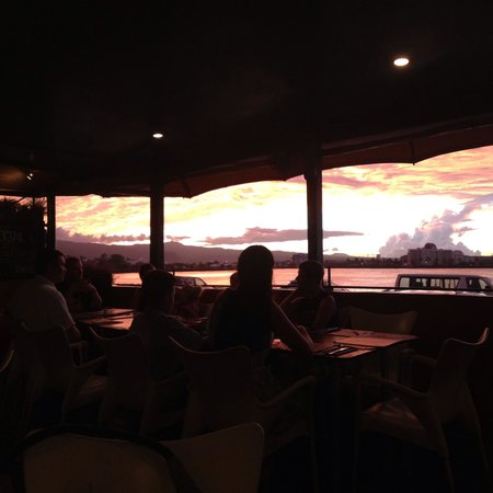 Paddles Restaurant : Sunset view from paddles