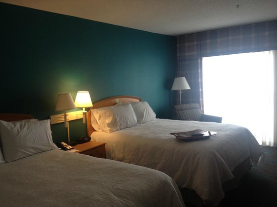 Hampton Inn and Suites Chincoteague-Waterfront: beds