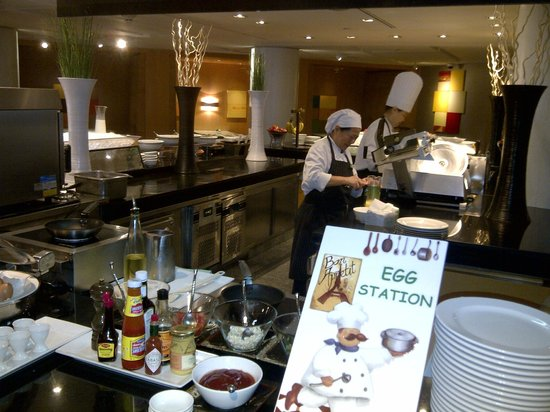 Holiday Inn Bangkok: Have eggs cooked your way at breakfast