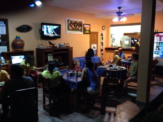 La Posada Private Jungle Bungalows: Dinner and a movie!!!  Great meal Jonathan!